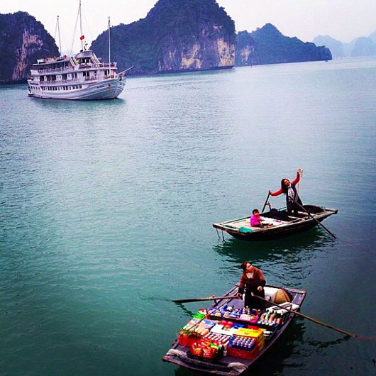 Nothing like a floating convenience store. Photo via @shaheensz.